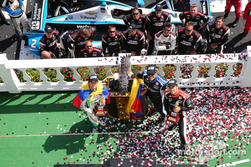 Carlos Munoz, Andretti Autosport Honda ve Juan Pablo Montoya, Penske Racing Chevrolet ve Helio Castroneves, Penske Racing Chevrolet