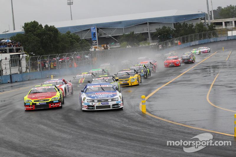 Elite 1 wet race start