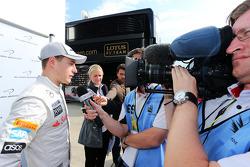 Stoffel Vandoorne, Testfahrer, McLaren, mit der Presse