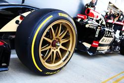 Lotus F1 E22 з новими 18-дюймовими дисками та шинами Pirelli