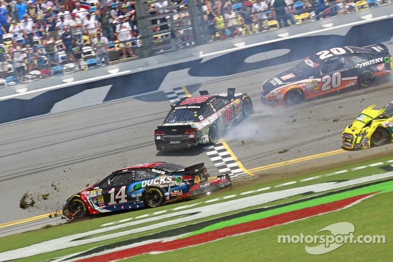 Tony Stewart, Stewart-Haas Racing Chevrolet, incidente