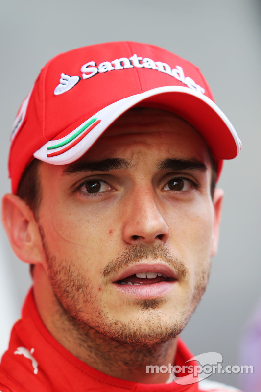 法拉利测试车手朱尔斯·比安奇和媒体