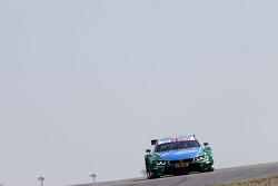 宝马RMB车队驾驶宝马M4 DTM赛车的奥古斯特·法福斯