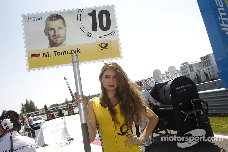 Grid kızı: Martin Tomczyk, BMW Schnitzer Takımı BMW M4 DTM
