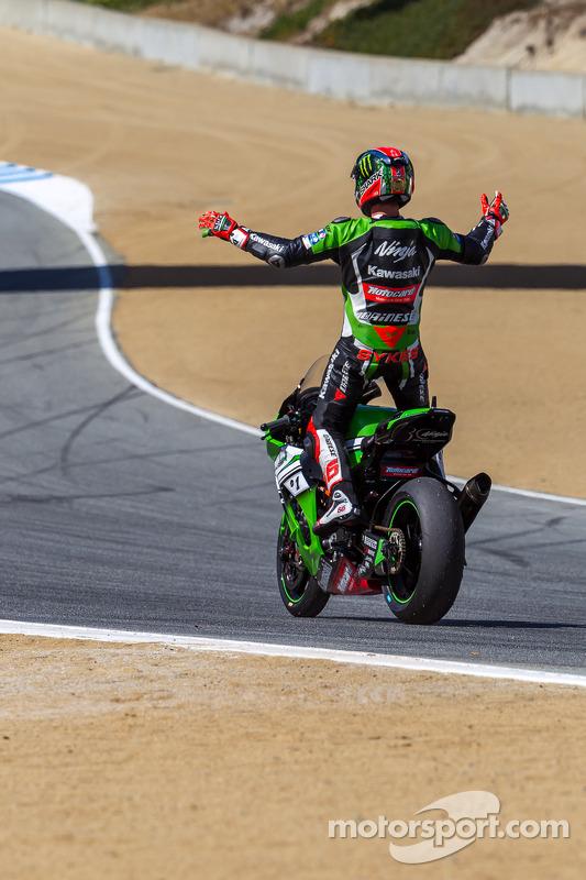 Tom Sykes festeggia la sua vittoria in gara 2