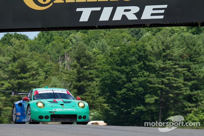 #17 Team Falken Tire 保时捷 911 RSR: 沃尔夫·亨泽尔, 布莱恩·塞勒斯