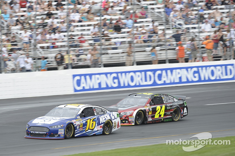 Greg Biffle, Roush Fenway Racing Ford ve Jeff Gordon, Hendrick Motorsports Chevrolet