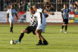 Sebastian Vettel, Red Bull Racing,alla partita di calcio benefica Piloti VS all stars, Kick for Kinder