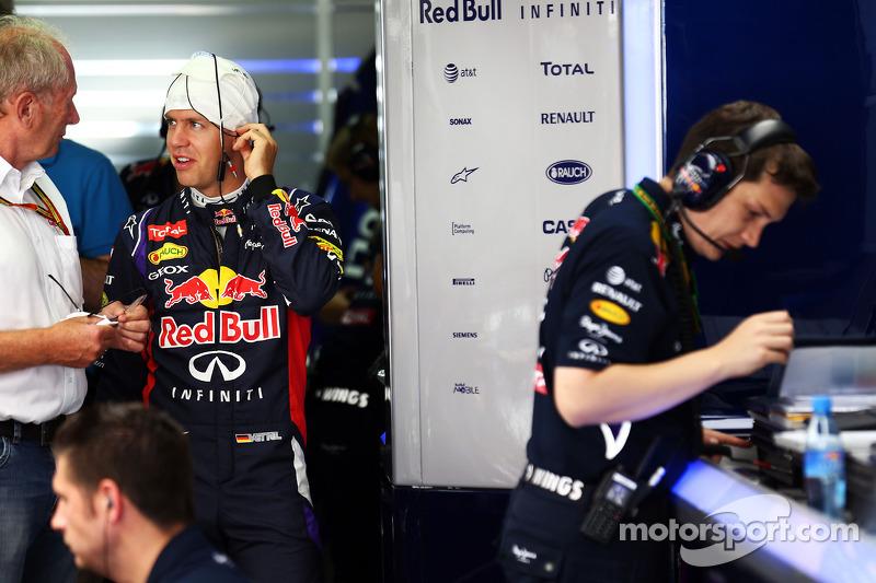 Sebastian Vettel, Red Bull Racing con el Dr. Helmut Marko, asesor de Red Bull Motorsport