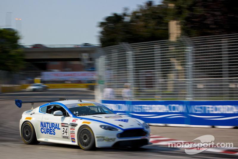 #34 TRG –AMR 阿斯顿马丁 Vantage GT4: 尼克·埃萨伊安