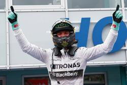 Vencedor da corrida Nico Rosberg, Mercedes AMG F1 W05