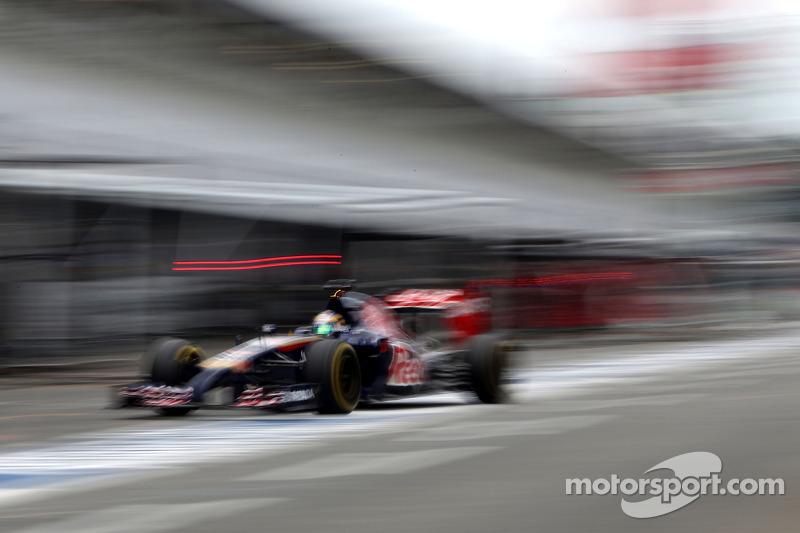 Jean-Eric Vergne, Scuderia Toro Rosso durante il pitstop