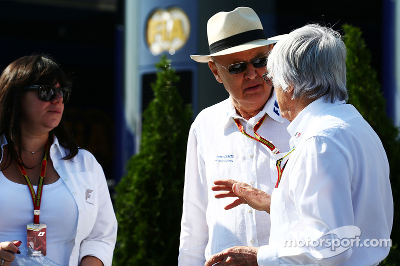 Bernie Ecclestone com Peter Gerstl, em Hungaroring