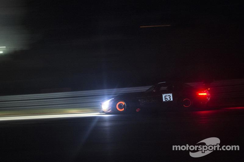 #63 Black Falcon 梅赛德斯 SLS AMG GT3: 亚当·克里斯托杜卢, 耶莫·布曼, 迈克·帕里西