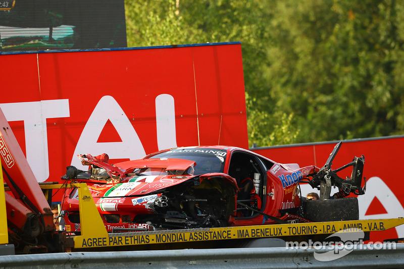 L'auto danneggiata di # 50 di AF Corse Ferrari 458 Italia: Andrew Danyliw, Simon Knap, Andrea Sonvico