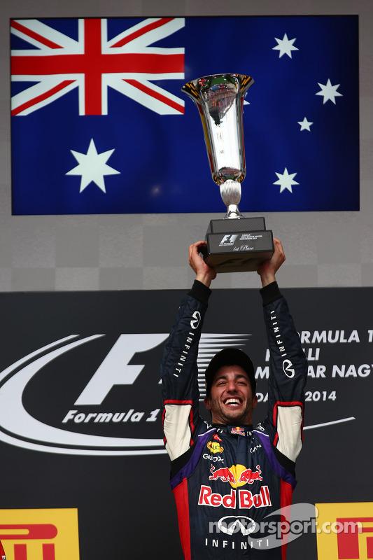 Daniel Ricciardo, Red Bull Racing RB10, Fernando Alonso, Ferrari ve Lewis Hamilton, Mercedes AMG F1