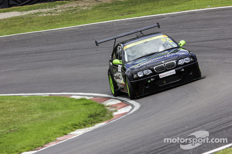 #57 Moss Motorsport UK 宝马 E46 GT4: Mike Moss, 汤姆·霍华德