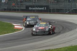 Ryan Dalziel, Porsche 911 GT3 e Johnny O'Connell, Cadillac CTS-V.R batalham pela liderança