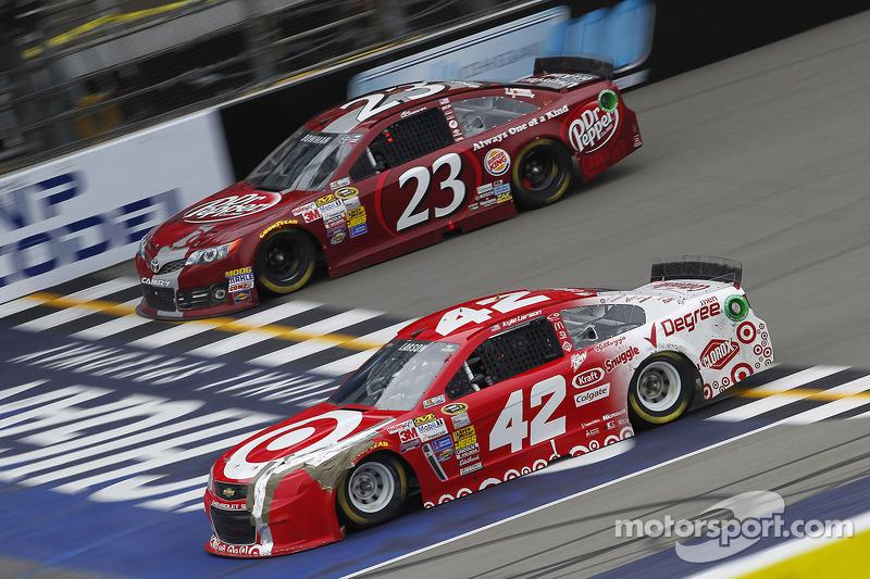 Alex Bowman, Toyota and Kyle Larson, Ganassi Racing Chevrolet