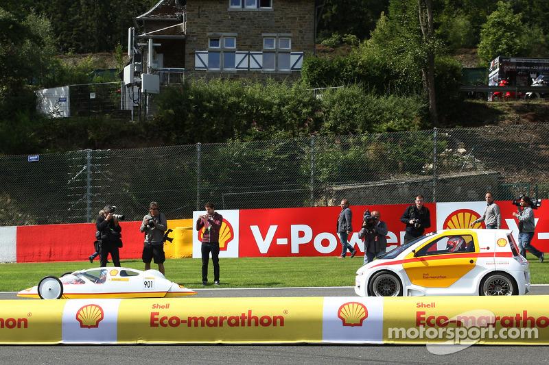 (L to R): Fernando Alonso, Ferrari and team mate Kimi Raikkonen, Ferrari drive cars from the Shell E