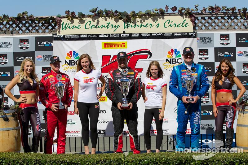 GT-A Podio del vincitore: Jeff Courtney (secondo, a sinistra), Michael Mills (prima, al centro), Marcelo Hahn (terzo, a destra)