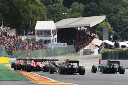 Marcus Ericsson, Caterham CT05 and Andre Lotterer, Caterham CT05 at the start of the race