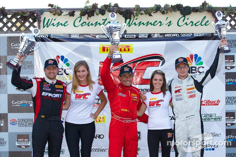 GT Podio vincitori: Ryan Dalziel (secondo, a sinistra), Anthony Lazzaro (primo, al centro), Robert Thorne (terzo, a destra)