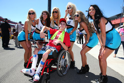 A young fan with the United Fibre girls