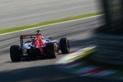 红牛二队驾驶STR9赛车的车手丹尼尔·卡维亚特