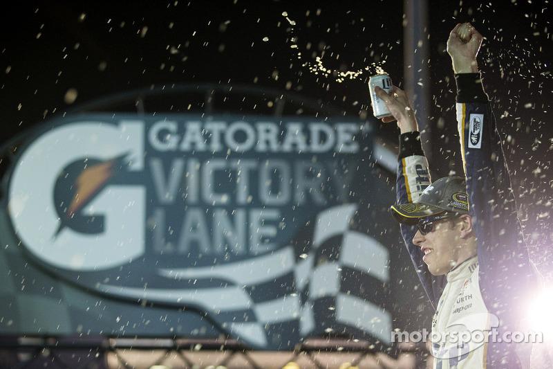 Ganador de la Carrera Brad Keselowski, equipo Penske Ford