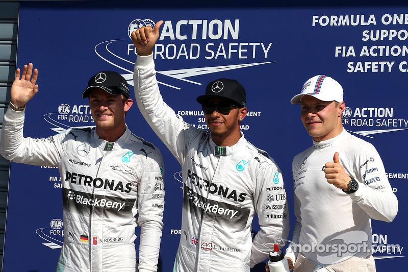 Ganador de la pole Lewis Hamilton y el segundo puesto Nico Rosberg y el tercer puesto Valtteri Bottas