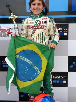 Le vainqueur Enzo Fittipaldi