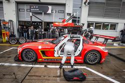 Pitstop: #18 Black Falcon Mercedes SLS AMG GT3: Anders Fjordbach, Vladimir Lunkin, Devon Modell