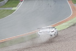 #21 BKK Mobil Oil Racing Team Zakspeed 梅赛德斯-奔驰 SLS AMG GT3: 卢卡·路德维希, 阿隆·戴