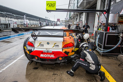 Pit stop for #10 TDS Racing BMW Z4: Eric Clément, Benjamin Lariche, Nicolas Armindo