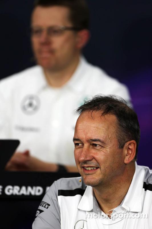 乔纳森·尼尔,迈凯轮总运营官,在FIA新闻发布会上