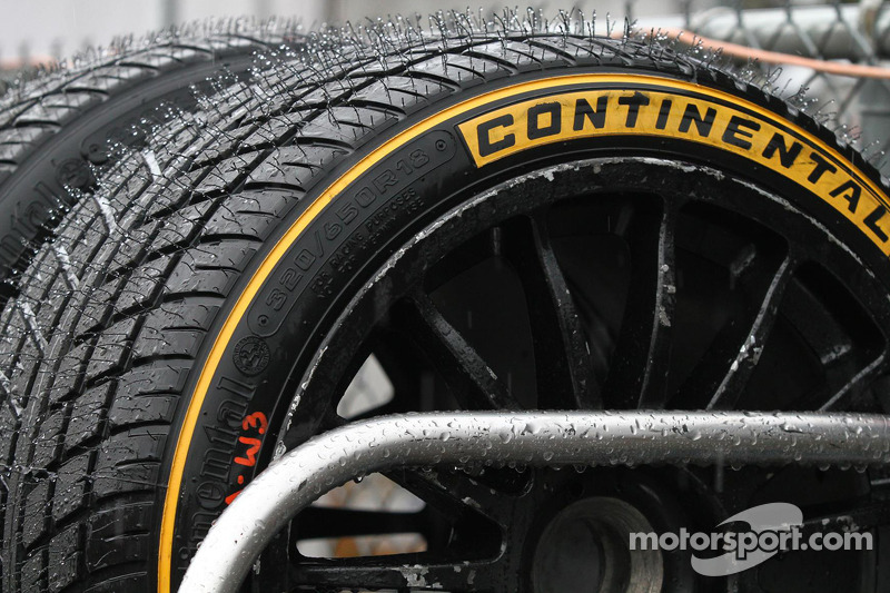 Continental lastikleri yağmurda