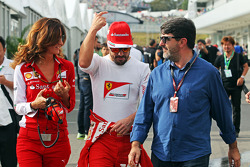 Roberta Vallorosi avec Fernando Alonso et Luis Garcia Abad