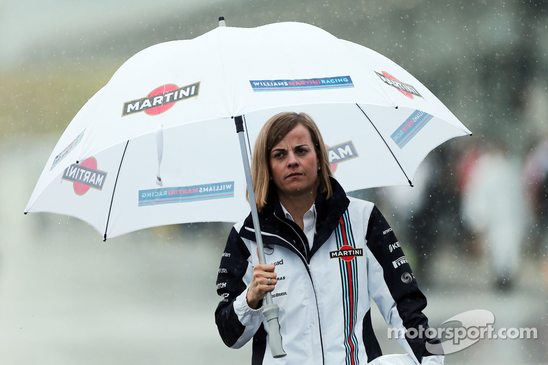 Сьюзі Вольфф, пілот програми розвитку Williams, у паддоці під дощем