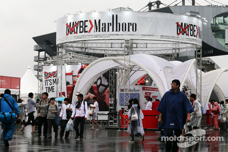 Fans and atmosphere - Marlboro merchandise stand