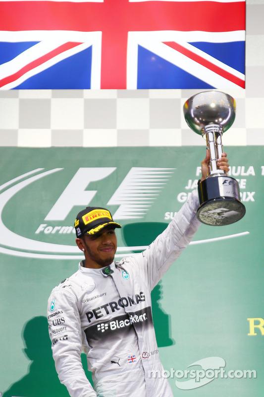 Pódio: vencedor da corrida Lewis Hamilton, Mercedes AMG F1