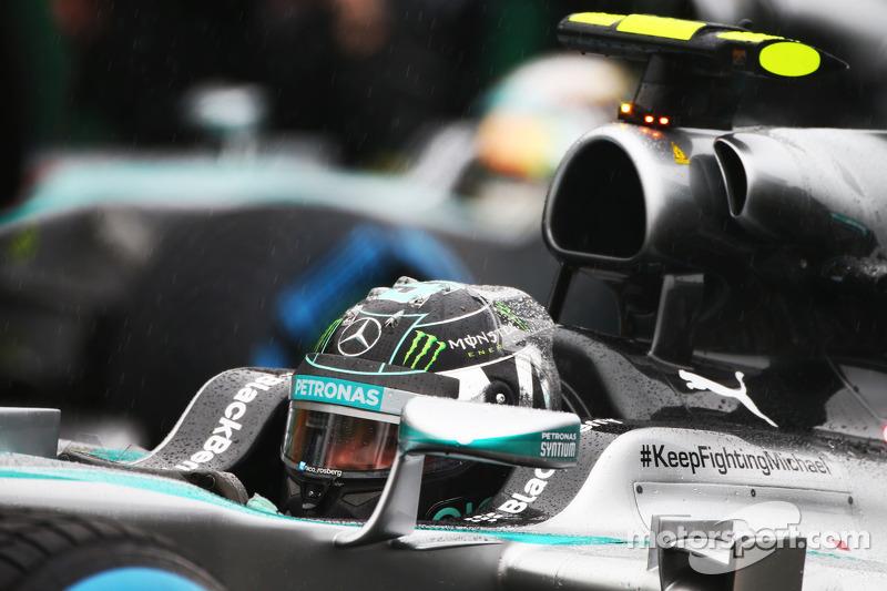 Nico Rosberg, Mercedes AMG F1 W05 y Lewis Hamilton, Mercedes AMG F1 W05 en la parrilla