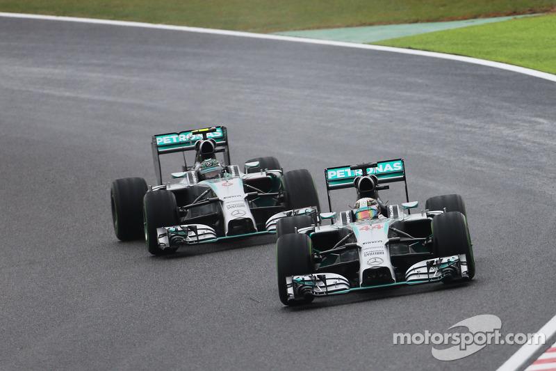 Lewis Hamilton, Mercedes AMG F1 W05 pasa a Nico Rosberg, Mercedes AMG F1 W05