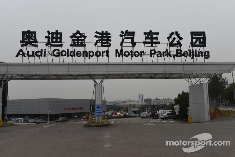 Entrance to Goldenport circuit