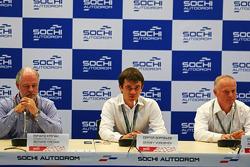 (Da sinistra a destra): Richard Cregan, Consulente del Gran Premio di Russia, Sergey Vorobyev, Vice Direttore Generale OJSC Centre Omega e Promoter GP di Russia e Alexander Saurin, Vice Governatore Della Amministrazione Regionale di Krasnodar  alla confer