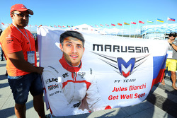 Get Well Soon banner per Jules Bianchi, Marussia F1 Team