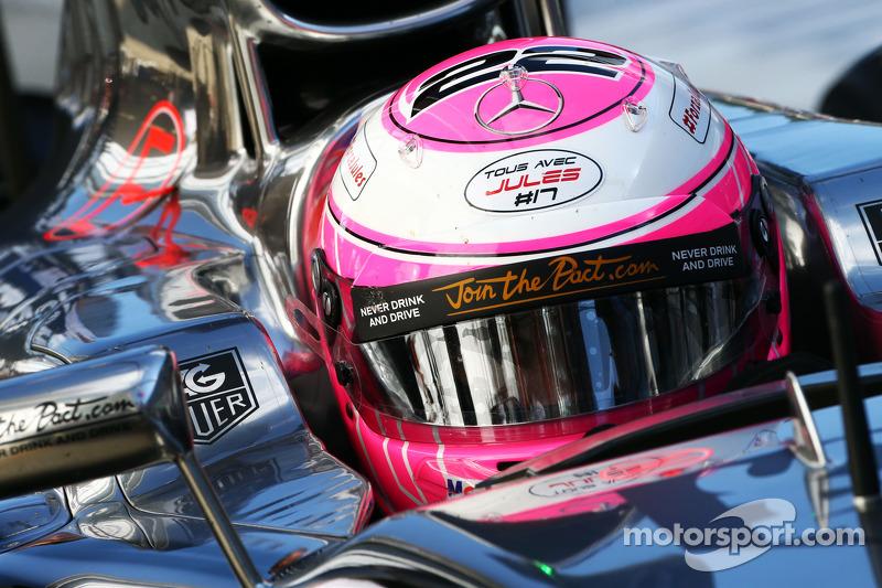 Jenson Button, McLaren MP4-29 porta un messaggio di sostegno per Jules Bianchi
