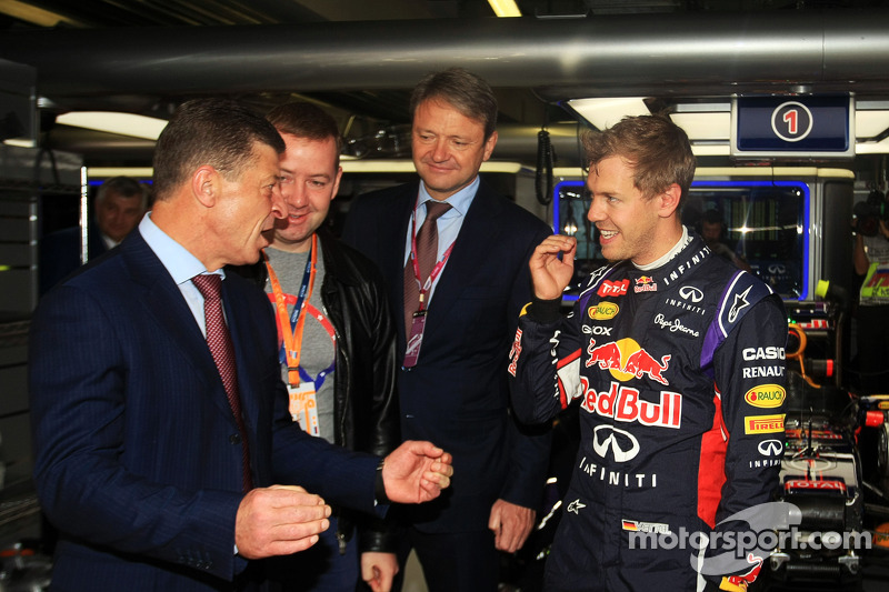 Dmitry Kozak, Russian Deputy Prime Minister, with Sebastian Vettel, Red Bull Racing