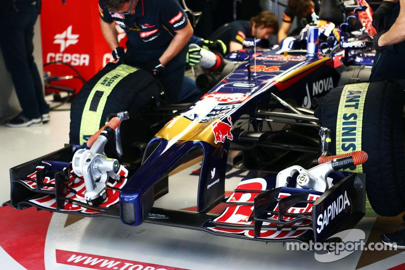 Daniil Kvyat, Scuderia Toro Rosso STR9 ön kanat detayı