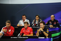 国际汽联新闻发布会: 艾瑞克·布里尔, 迈凯伦赛事总监; 莫妮莎·卡滕伯恩, 索伯车队领队; Franz Tost, 红牛青年队领队; 马科·马蒂亚齐, 法拉利领队; Graeme Lowdon, 玛鲁西亚F1车队首席执行官;